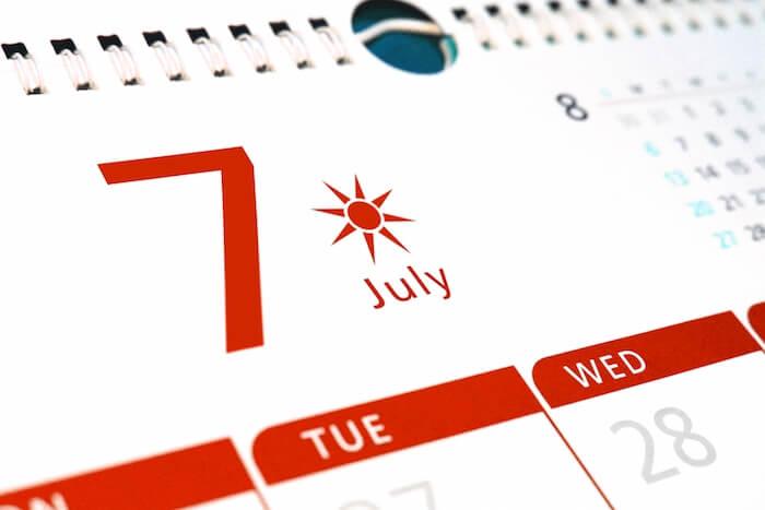 7と書かれたカレンダーの画像